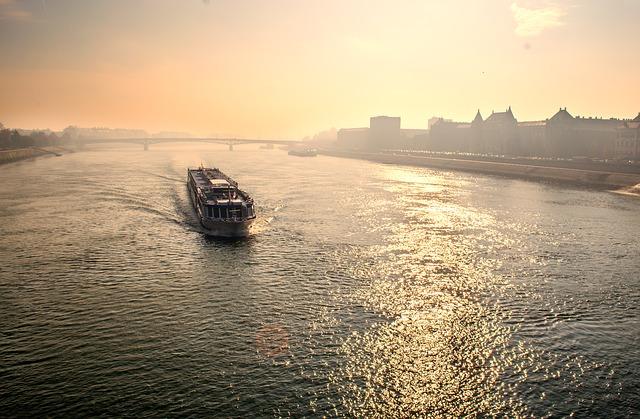 Come risparmiare sulla prenotazione di un traghetto online
